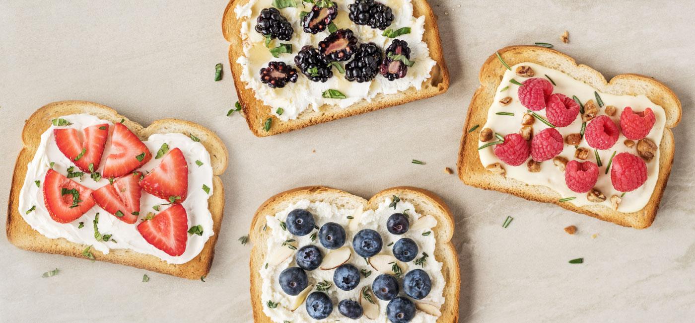 Berry Fine Toasts Recipe Image
